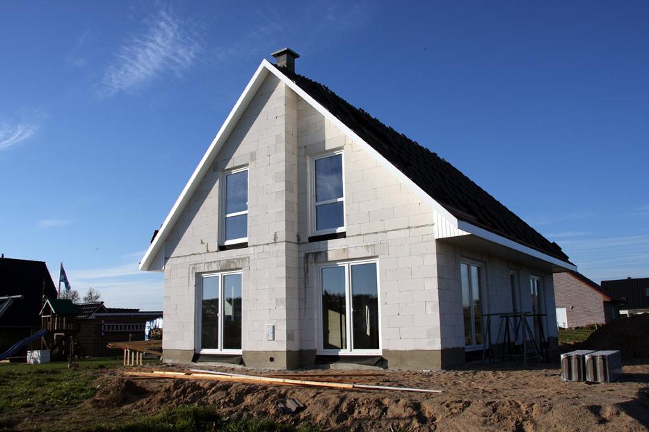 Из чего построить дом для постоянного проживания